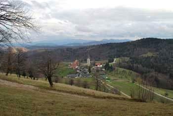 Almin dom se nahaja nad Svetino, eno najlepših vasi v Sloveniji.