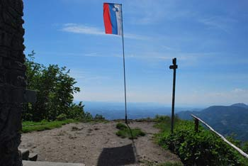 Donačka gora je eden zadnjih vrhov Karavank. Nahaja se nad Rogatcem in poleg višjega Boča.