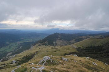 Grmada na Nanosu se nahaja nad Svetim Hieronimom nad Vipavsko dolino.