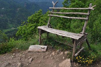 Krožna pot na Kamnek vodi preko Velikega vrha nad Završnikom. Vračamo se po neoznačeni poti.