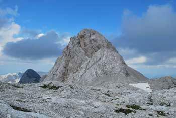 Iz Kanjavca se odpre razgled na vse osrednje dvatisočake Julijskih Alp.