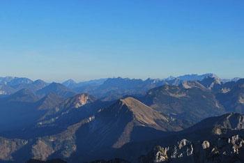 Kepa je ena najvišjih gora v Karavankah s katere se vidijo gore okoli Špika in Ponc.