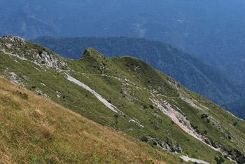 Kofce gora se nahaja vzhodno od Velikega vrha in zahodno od Kladiva