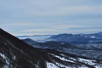 Križna gora je eden od vrhov Hrušice nasproti Nanosa.