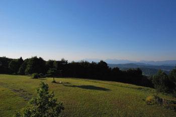 Na Kuclju nad Višnjo goro se nahaja geodetska točka, stolp na katerega se lahko povzpnemo.
