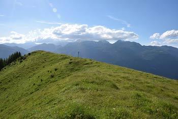 Lepenatka je razgleden travnat vrh in planina preko katere vodi krožna pot.