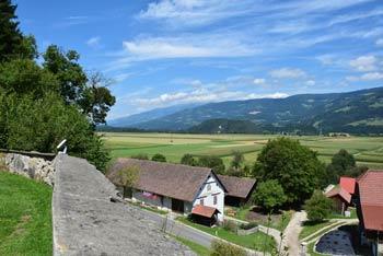 V Libeličah, ki se nahajajo na obronkih Strojne in ob reki Dravi se nahaja kostnica, farna cerkev svetega Martina in muzej v župnišču iz sredine 17. stoletja.