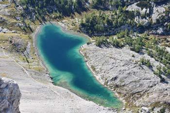Mala Zelnarica se nahaja visoko nad Dolino Triglavskih jezer v osrednjem predelu Julijskih Alp. Planinci jo obiščejo predvsem iz Prehodavcev.