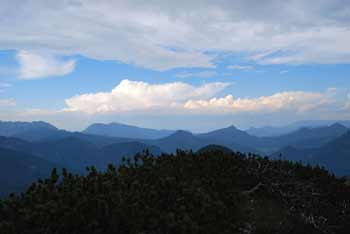 Na Malem Grintovcu se izvrstvo vidijo najvišji vrhovi Kamniško-Savinjskih Alp.