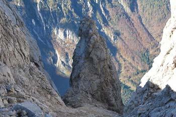 Molička peč je manj obiskana gora na Dleskovškovi planoti. Hribi okoli nje se dvigajo nad Robanov kot.