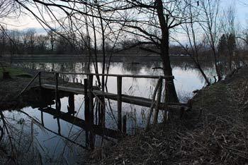 V Mrzli dolini pod Kašeljskim hribovjem se nahaja ribnik. Pot je primerna tudi za družine z vozičkom za otroke.