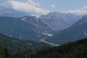 Peč - Tromeja se nahaja na stičišču treh narodov, slovenskega, italijanskega in avstrijskega.