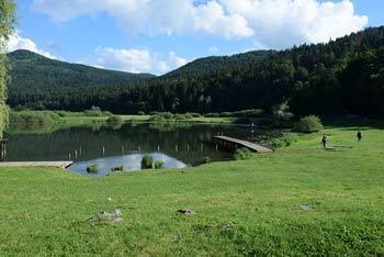 Planinca in Ledena jama sta priljubljena izletniška točka družin z otroki v bližini Svete Ane nad Podpečjo.