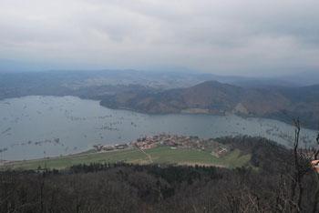 Grmada na Planinski gori ima razgled na Planinsko polje, Slivnico, Javornike, Snežnik in ostale hribe.