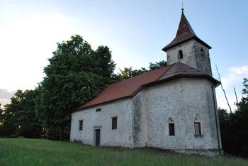 Jurčičeva pot vodi preko Polževega vse do Muljave in naprej do izvira reke Krke.