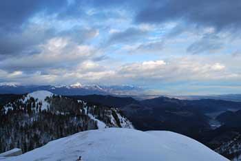 Na Ratitovcu se nahaja planinski dom Krekova koča.