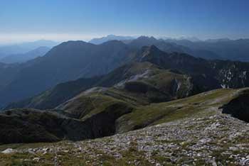 Rodica je eden najvišjih vrhov Spodnjih Bohinjskih gora z lepim razgledom na pobočja Porezna.