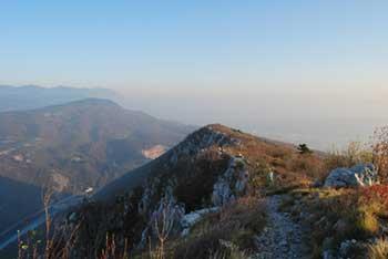 Sabotin je grebenast vrh med Furlanijo in reko Sočo. Nahaja se nad Solkanom.