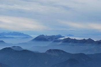 Skuta je lepotica poleg Rink in Turske gore vzhodno. Zahodno od nje se dviga visoki Grintovec.