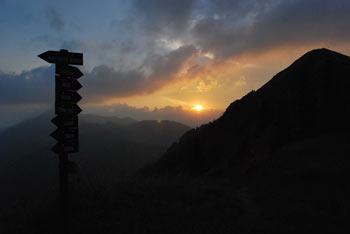 Slatnik se nahaja nad Soriško planino in je sosed od Dravha in Možica.