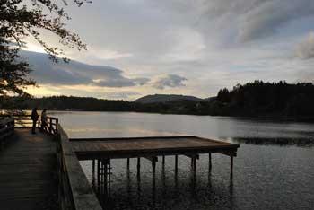 Šmartinsko jezero je umetno, a je priljubljen cilj nedeljskih izletnikov.