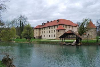 Sprehod ob reki Krki od gradu Otočec do gradu Struga.