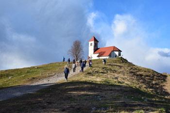 Sveta Ana nad Podpečjo je najboljši razglednik na Ljubljansko barje.