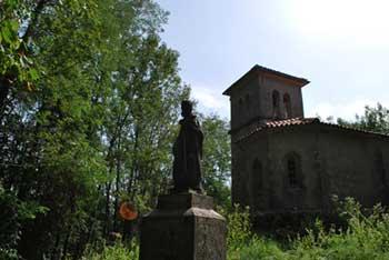 Sveti Pavel nad Ročinjem je samotna cerkvica nad reko Sočo.