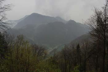 Svinjski rt z okoliškimi hribi je družinski izlet v naravi in leži nad mestom Radeče.