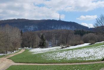 Pogled na Trdinov vrh z Miklavža na Gorjancih