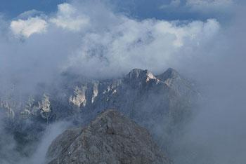 Pot na Triglav je zelo zahtevna tako preko Kredarice kot preko Doma Planika.