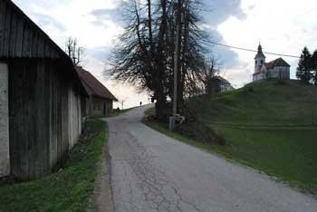 Vrh Svetih treh kraljev v Rovtarskih hribih je primeren tudi kot družinski izlet direktno iz Smrečja.