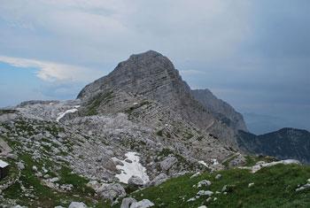 Poleg Zasavske koče na Prehodavcih se nahaja bivak. Oba se nahajata pod Kanjavcem.