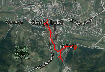 GPS sled nas vodi skozi staro mestno jedro Škofje Loke do Hribca v Puštalu.
