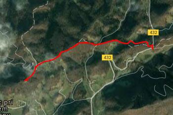 Pot do Ložnega je dobro označena ji zlahka sledimo vse do cerkev Marije Loretske.