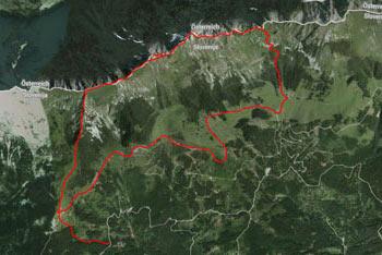 Pot do Malega Kladiva je dobro označena in tudi nadelana, zato je orientacija lahka.