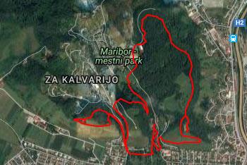 Piramida je poleg Mestnega vrha in Kalvarije eden od gričev nad mestom Maribor.