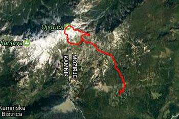 Označena pot na Ojstrico nas vodi preko divje Dleskovškove planote.