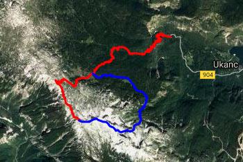 Z Vrha Škrli se odpre razgled na velik del Julijskih Alp, še posebej na Krnsko pogorje in zahodni del grebena Spodnjih Bohinjskih gora.