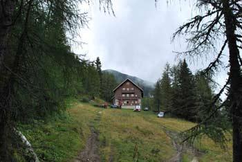 Dom na Peci je na poti na znano koroško goro.