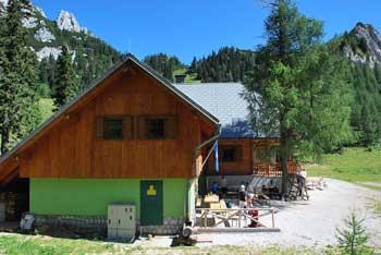 Na planinskem Domu na Zelenici se bomo odlično okrepčali po opravljenem družinskem izletu.