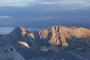 Dom Planika je pod Malim Triglavom, z njega pa se lahko odpravimo na Kanjavec ali proti Pokljuki.