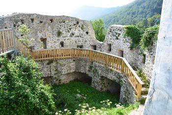 Izleti po vzhodni Sloveniji nas vodijo mimo Konjiške gore, kjer se lahko povzpnemo na grad Konjice.