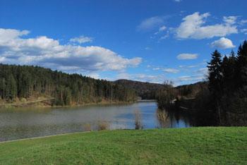 Po še živi legendi je bilo nekoč na pred Gradiškim jezerom že eno barje v katerem je živel hudoben zmaj.