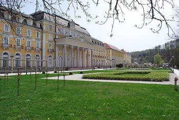 Pot na Janino nad Rogaško Slatino daje vtis hoje po velikem parku in je opremljena s številnimi klopcami.
