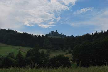 Kačji grad je povezan s številnimi legendami, nahaja pa se nad Dobrno.