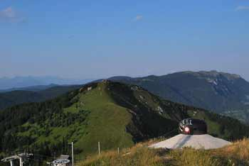 Lajnar je razgledn vrh na Soriški planini, z njega pa se odlično vidi Ratitovec.