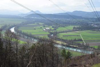 Izlet na Lazarjev vrh nas vodi mimo gradu Osterberg, v spodnjem delu doline Besnice pri Podgradu.