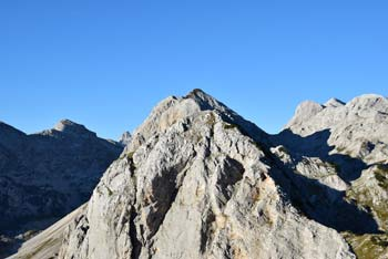 Mala Tičarica je med izletniki pribljubljena gora, ki se nahaja na grebenu med Dolino Triglavskih jezer in dolino Za Kopico v Julijskih Alpah.