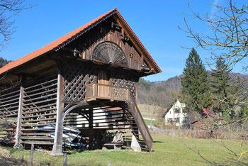 Motnik znan po nekdanjem rudniku premoga se nahaja v Tuhinjski dolini ob severnem robu Posavskega hribovja.